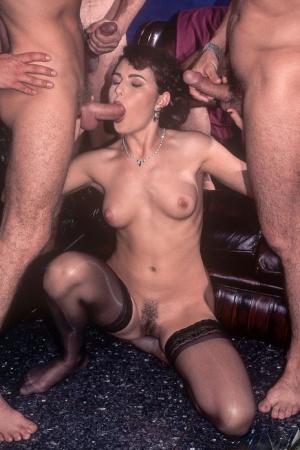 Hairy Women Blowbang Porn