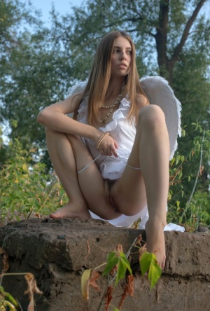 Hairy Women Outdoors Porn